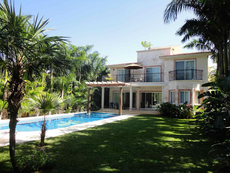 Casa Jaguar Puerto Aventuras  Alberca y jardín
